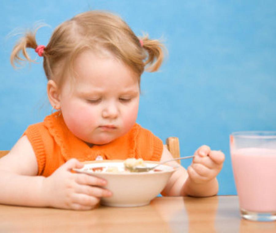 bambina-mangia-cereali.jpeg
