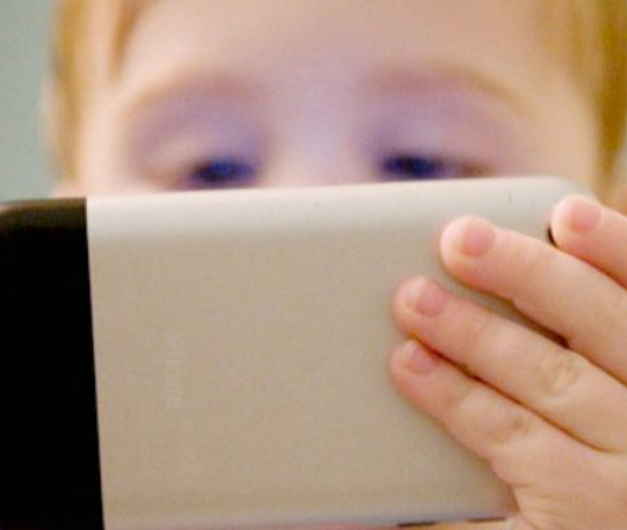 bambini-con-iphone