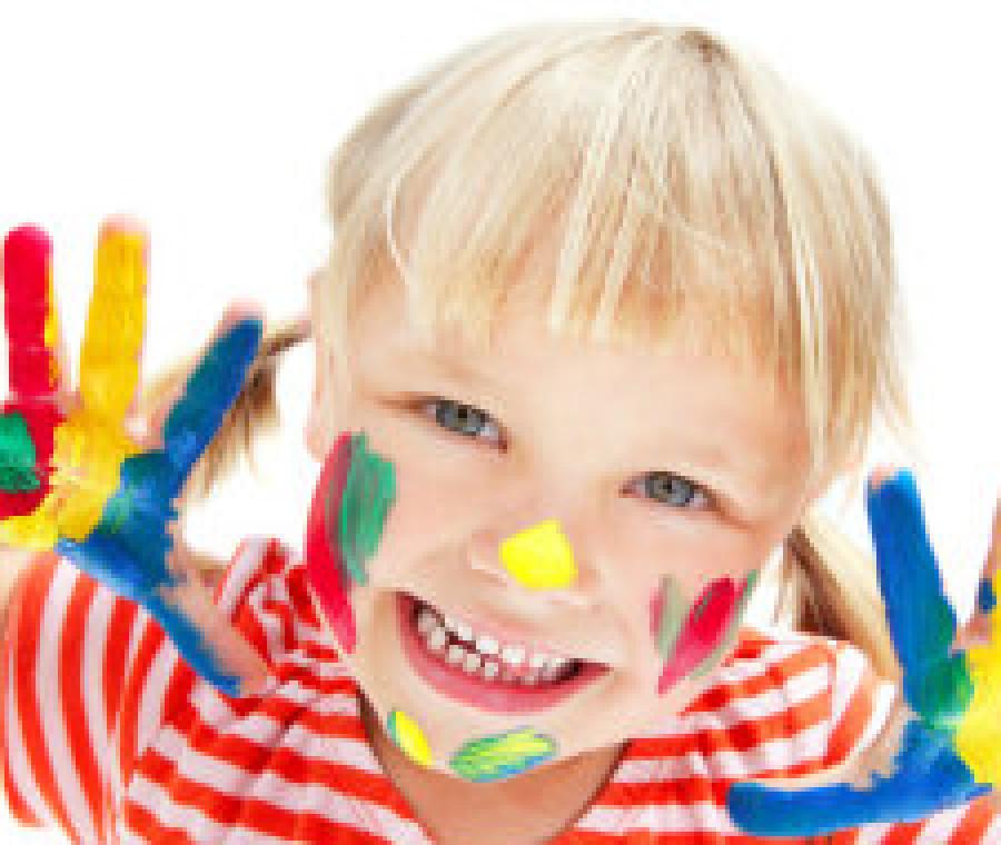 bambina-colorata.jpeg