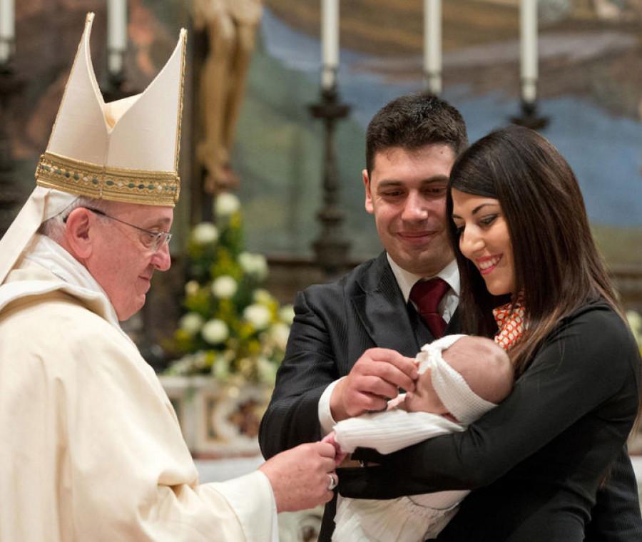 papa-francesco-esalta-il-ruolo-della-mamma