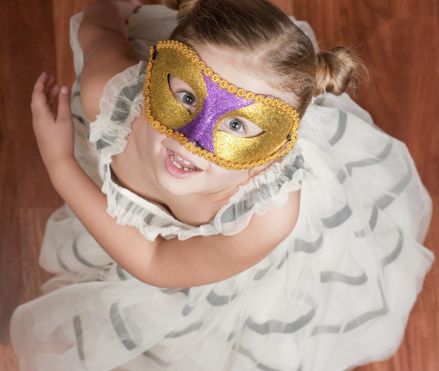 realizzare-le-maschere-di-carnevale-con-i-genitori-fa-bene-ai-bambini