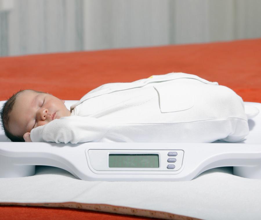 bilancia-per-neonati-e-doppia-pesata-stress-inutile