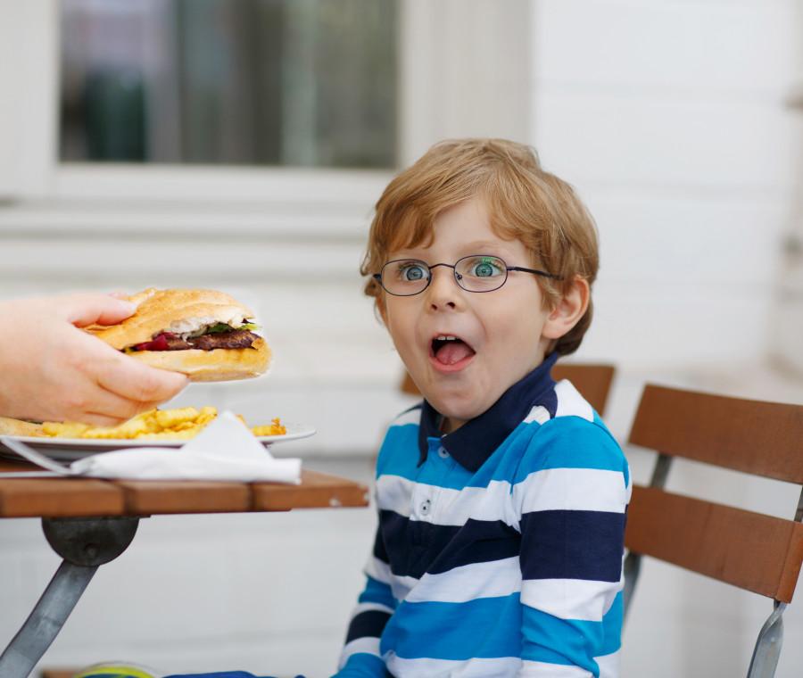 il-cibo-spazzatura-da-evitare-con-i-bambini