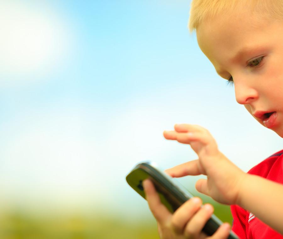 qual-e-l-eta-giusta-per-dare-il-cellulare-ai-bambini