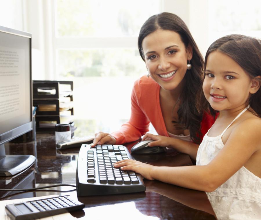 bambini-in-ufficio-con-i-genitori