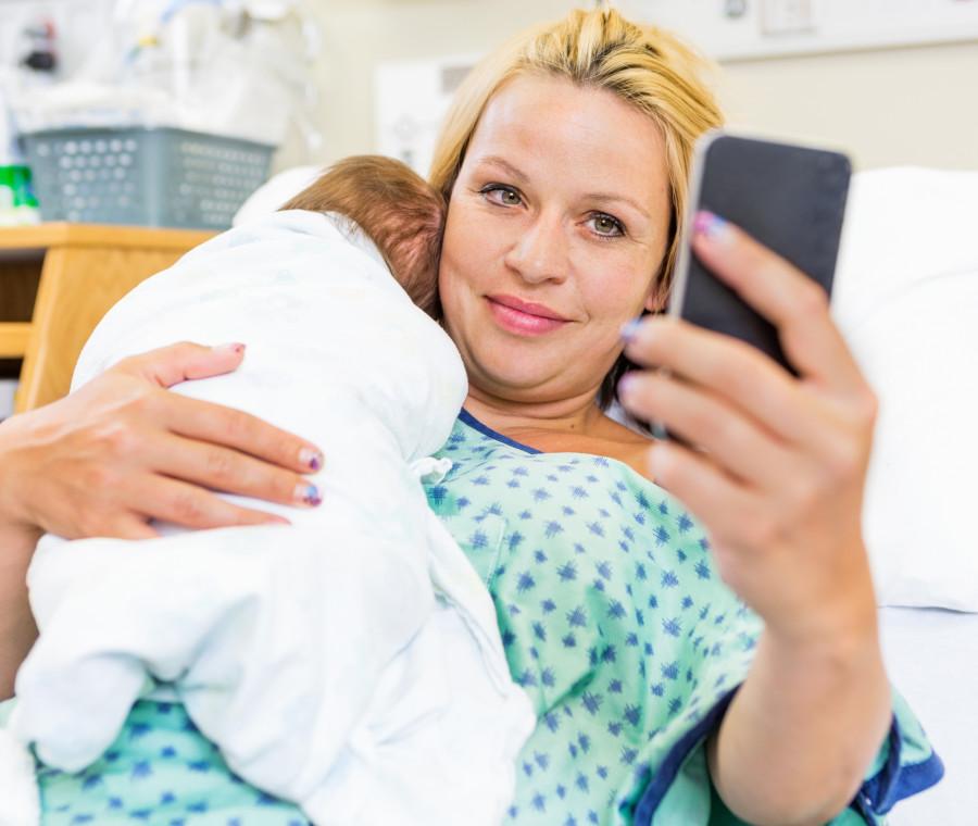 i-casi-in-cui-una-mamma-odia-i-social-e-le-chat-di-gruppo