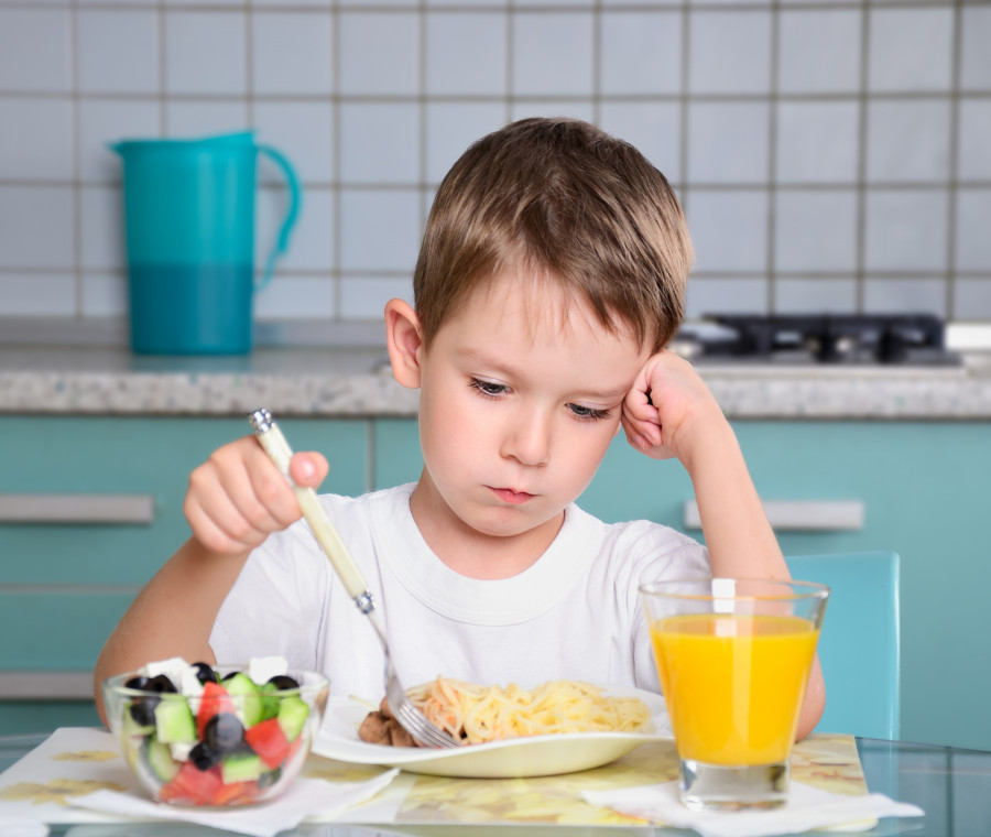 bambini-che-mangiano-meno-col-caldo-cosa-fare