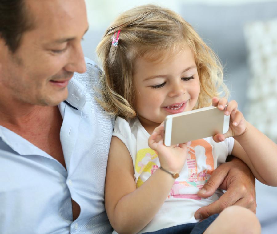 le-cose-che-qualsiasi-treeenne-fara-se-gli-lasci-usare-il-tuo-smartphone