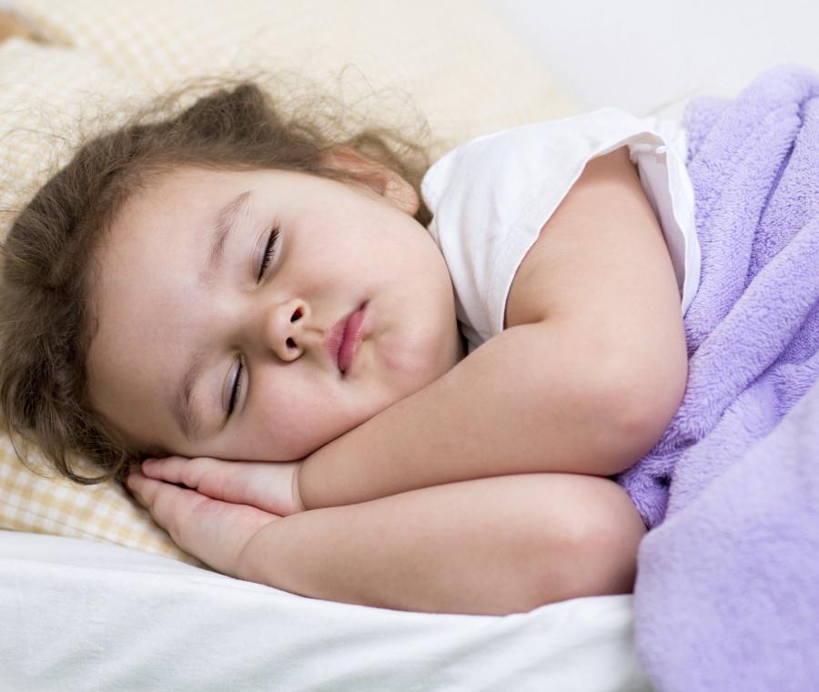 insegnare-a-un-bambino-a-dormire-senza-la-mamma