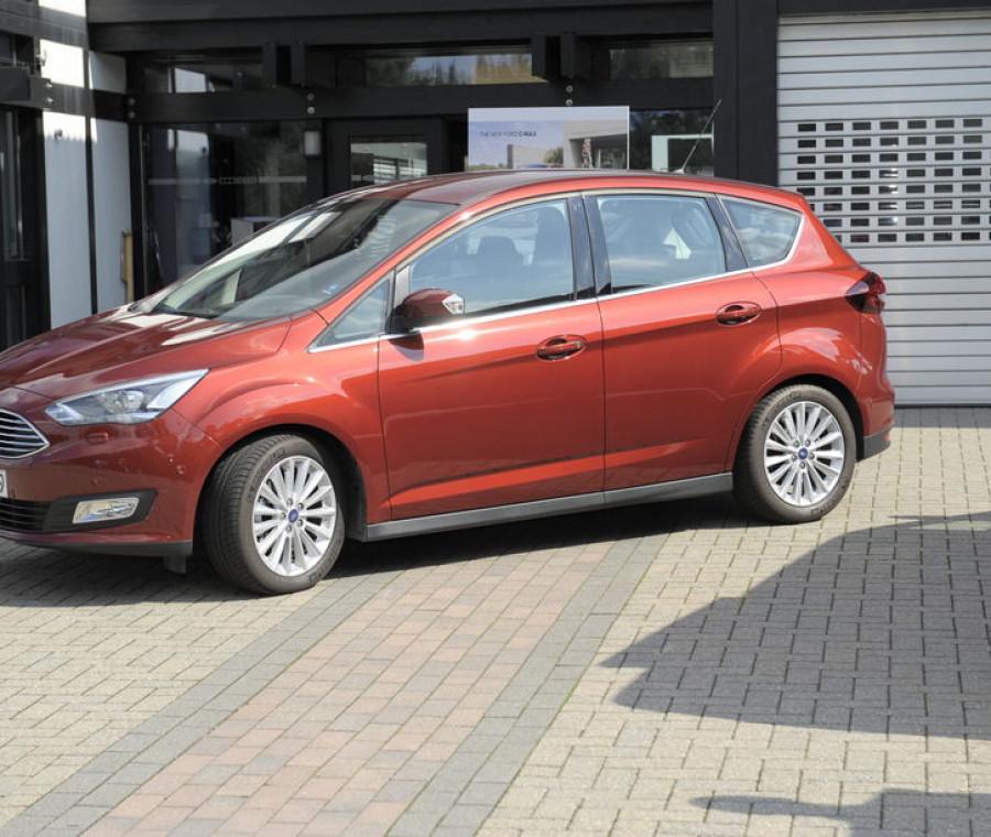 la-nuova-ford-c-max-una-macchina-da-super-mamme
