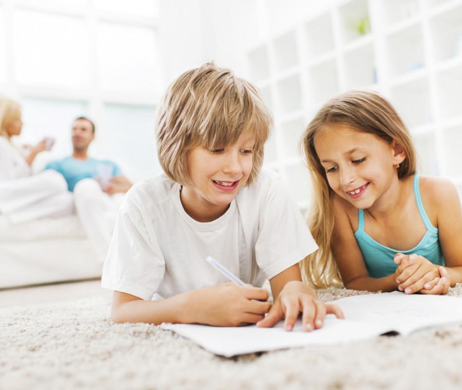 aiutare-i-bambini-nei-compiti-si-o-no