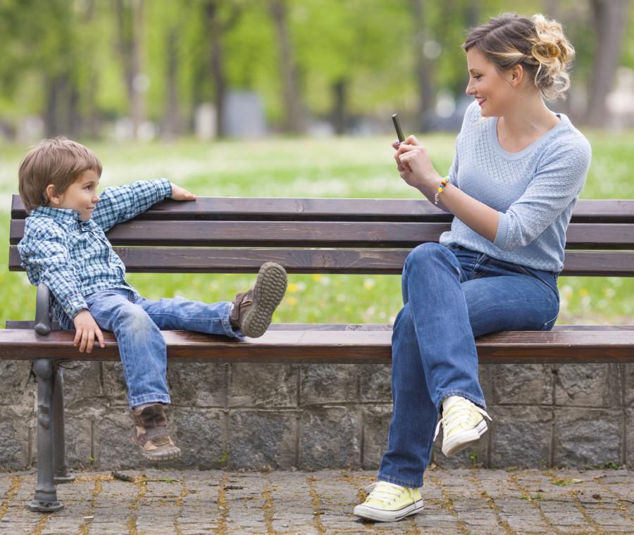 i-pedofili-rubano-le-foto-dei-bambini-dai-profili-dei-genitori
