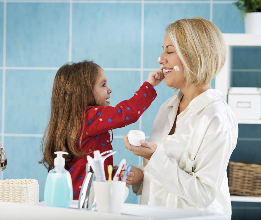 routine-di-bellezza-delle-mamme-l-importanza-della-cura-del-viso