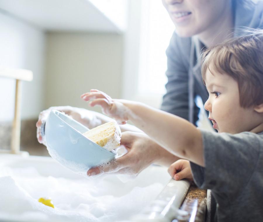 pulizie-rapide-con-un-bambino-in-casa-trucchi-e-strategie