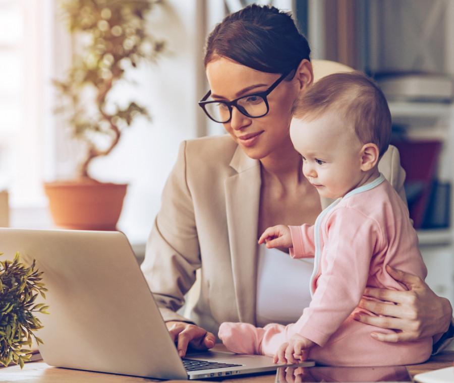 le-10-sfide-quotidiane-della-mamma-lavoratrice-quando-e-in-ufficio