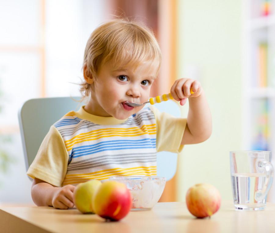 Bambino 2 Anni Non Mangia.Mangiare Da Solo Quando E Come Pianetamamma It