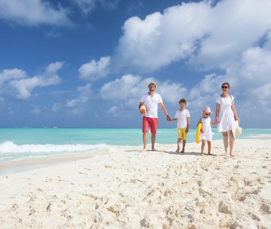 il-comportamento-corretto-da-tenere-con-i-bambini-in-spiaggia