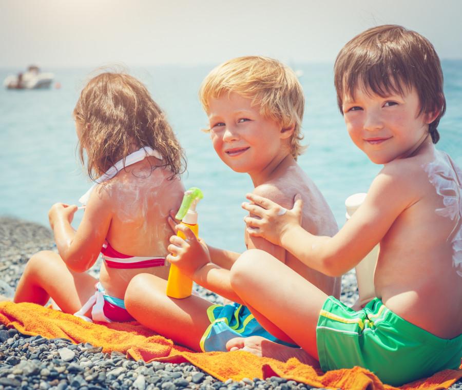 bambini-in-spiaggia-no-alle-scottature