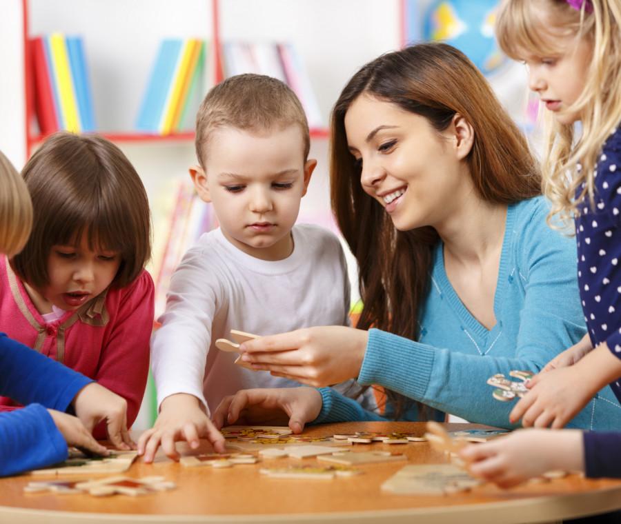 pro-e-contro-di-condividere-la-baby-sitter-con-altre-mamme