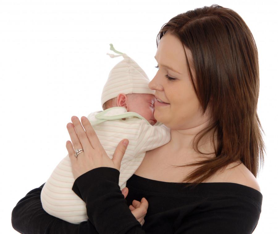 come-aiutare-il-neonato-a-fare-il-ruttino