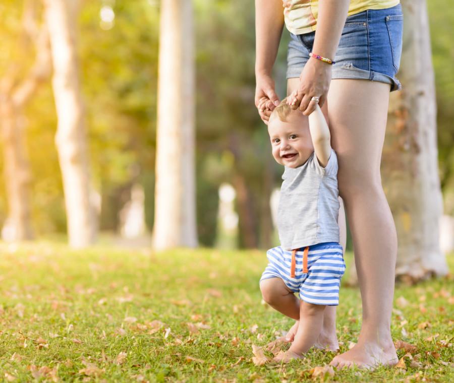 i-consigli-per-aiutare-i-bambini-a-camminare