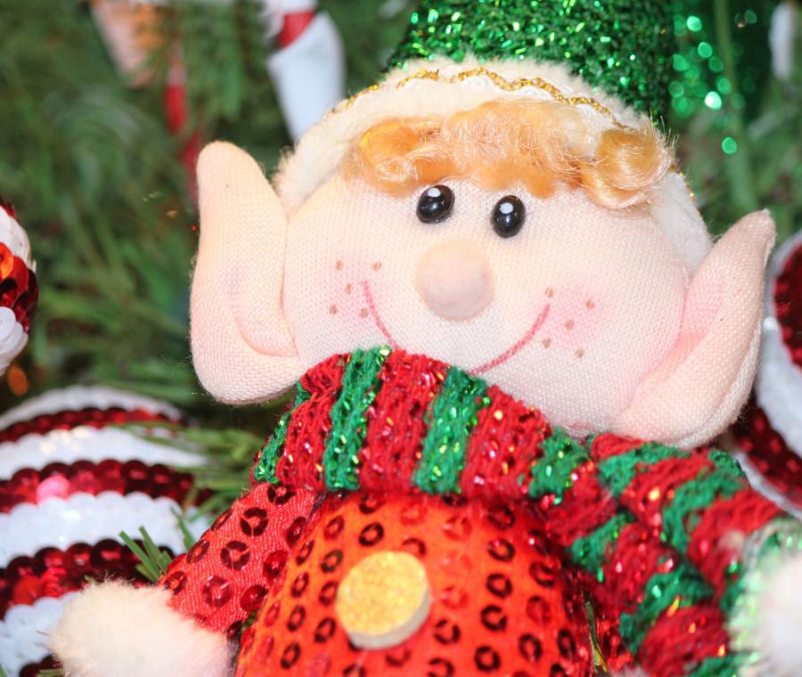 la-tradizione-dell-elfo-sulla-mensola-per-attendere-babbo-natale