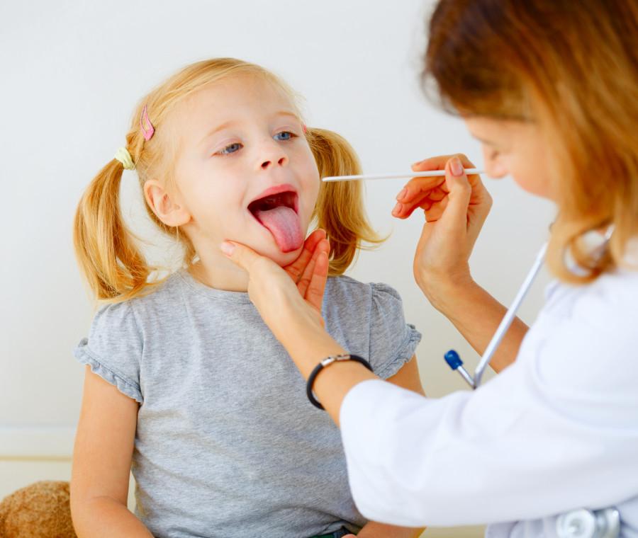 lingua-arrossata-nei-bambini-cause-conseguenze-e-rimedi