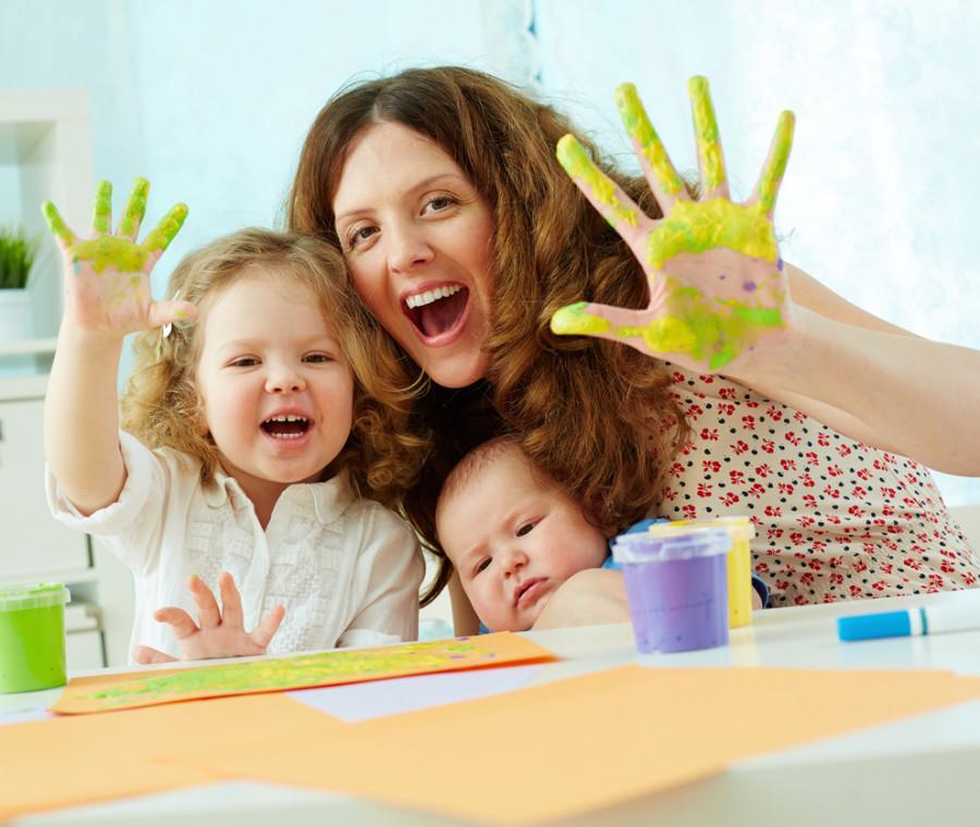 10-trucchi-geniali-per-evitare-che-i-lavori-creativi-dei-bambini-si-trasformino-in-un-disastro