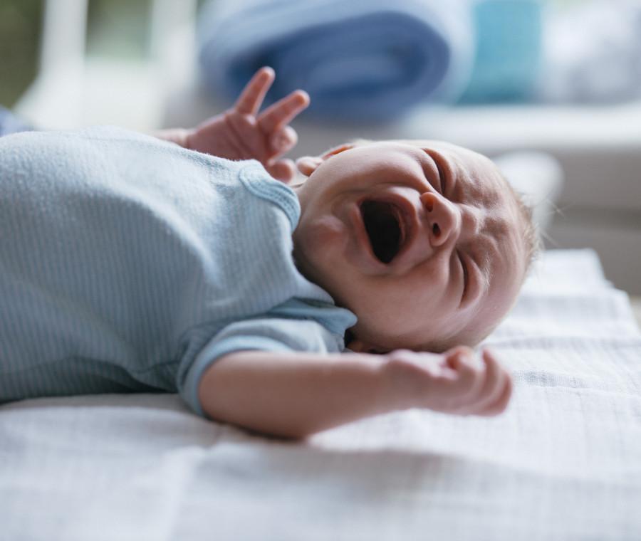 quando-il-neonato-piange-senza-lacrime