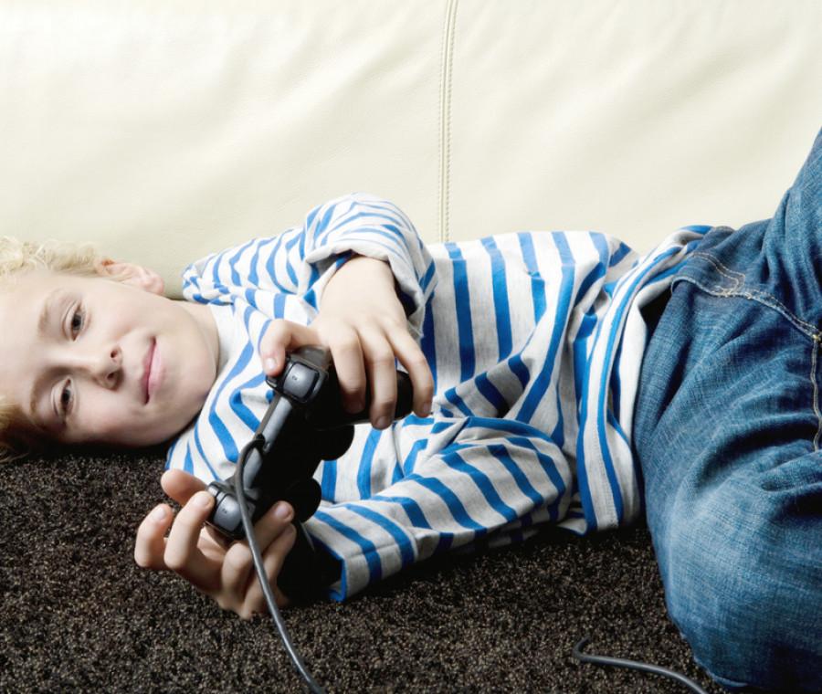 togliere-un-bambino-dipendente-da-videogiochi-alla-famiglia-e-possibile