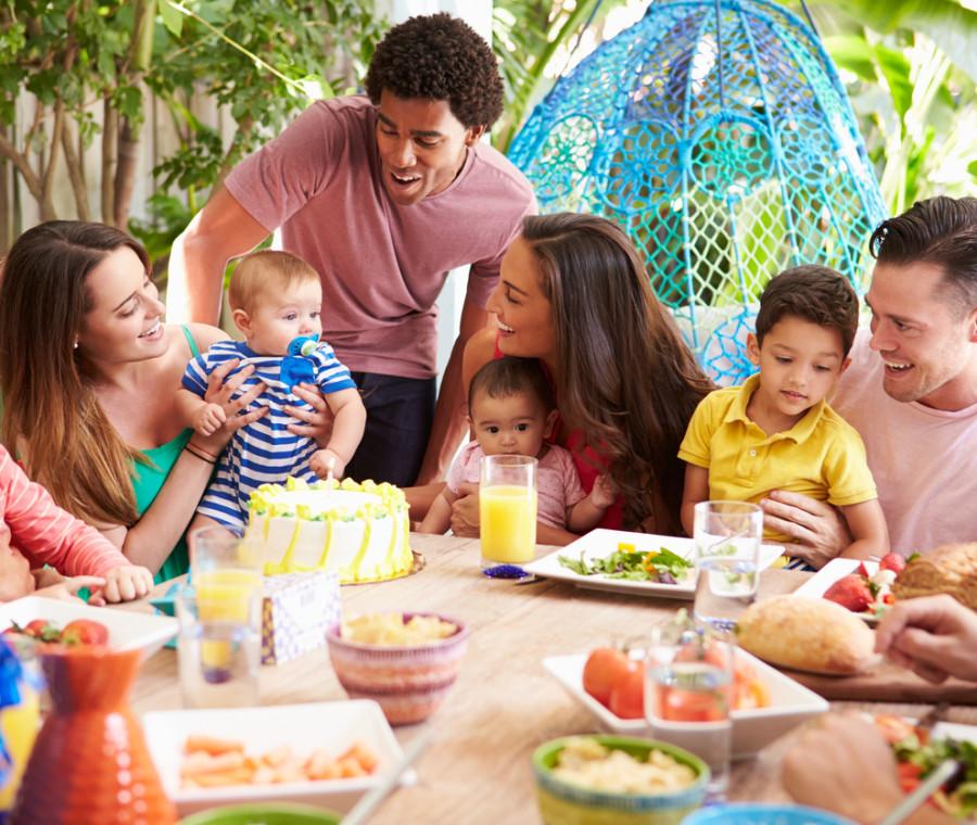 le-regole-non-scritte-della-serata-in-casa-tra-amici-con-figli