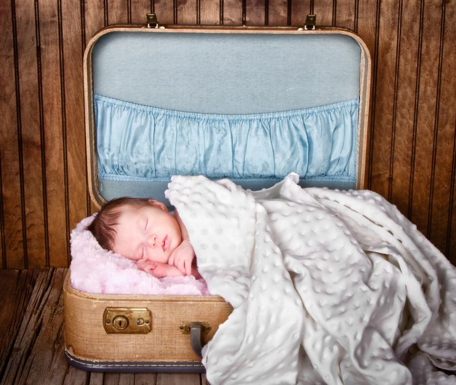 la-guida-agli-accessori-per-viaggiare-con-un-neonato