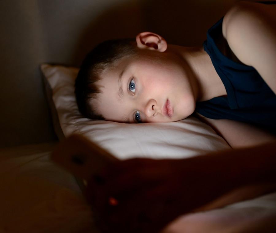 cosa-succede-se-il-bambino-va-a-letto-tardi-problemi-e-consigli
