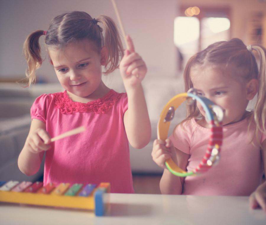 i-benefici-della-musica-sullo-sviluppo-del-linguaggio-nei-bambini
