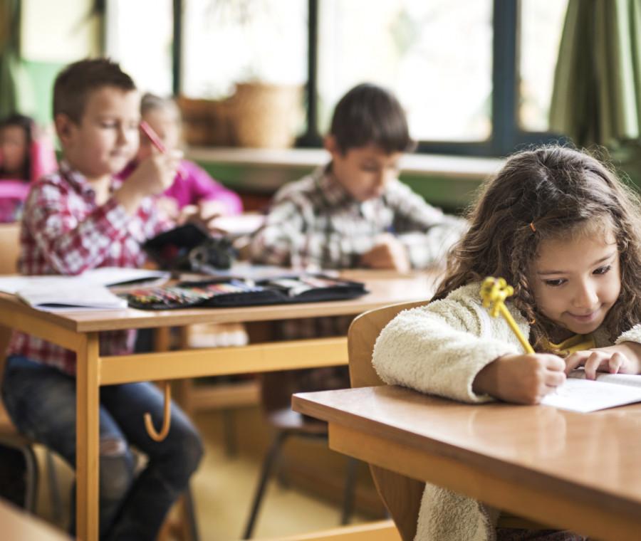 scuola-per-le-attivita-extracurricolari-serve-il-consenso-di-entrambi-i-genitori