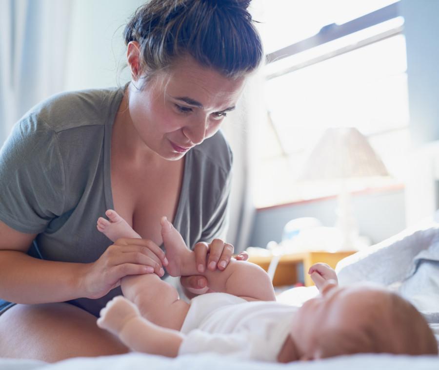 carezze-analgesiche-massaggiare-il-bebe-riduce-il-dolore