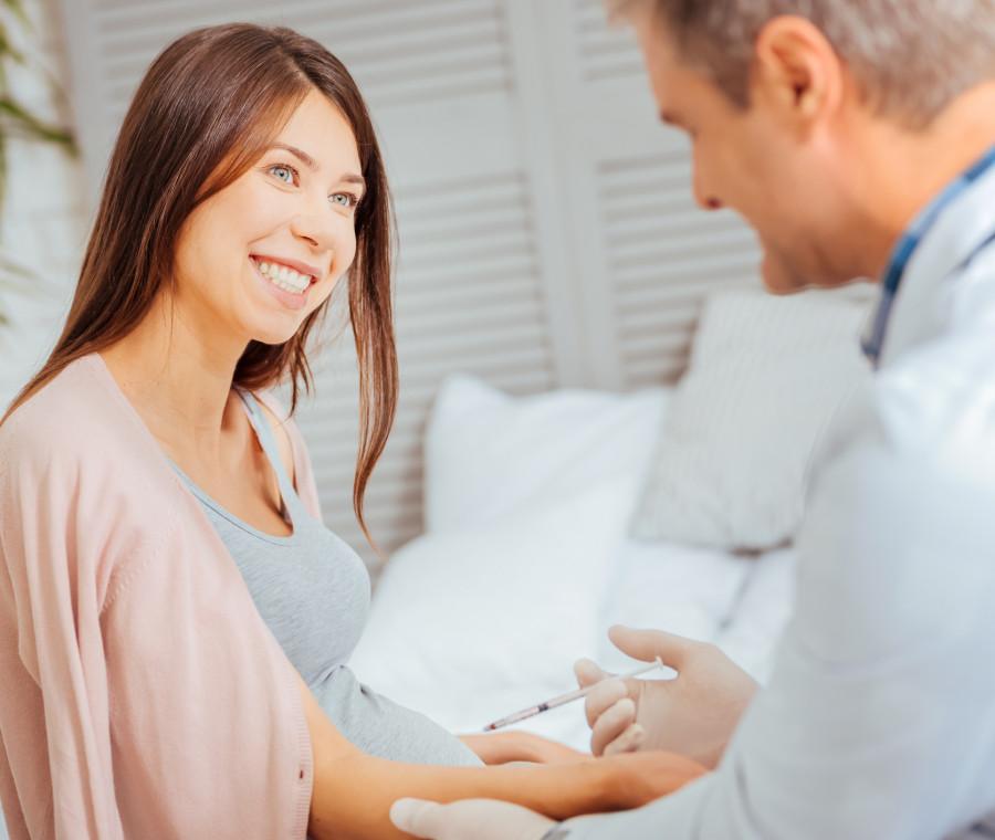 vaccinarsi-in-gravidanza-e-un-atto-d-amore-la-campagna-informativa-fnopo-fimmg