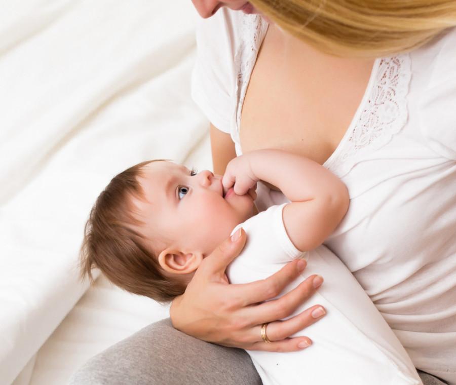 il-neonato-non-si-attacca-al-seno-cosa-fare