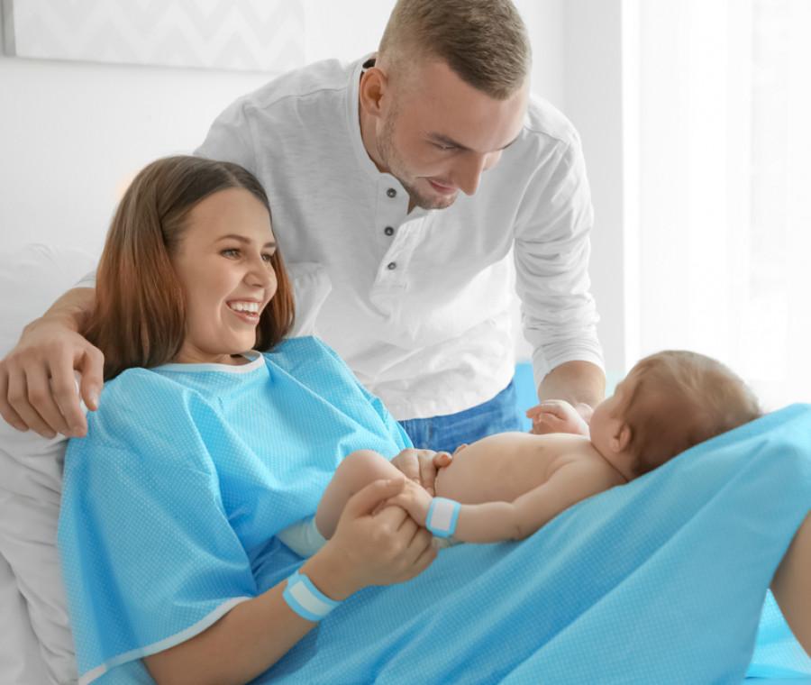 in-francia-aprono-un-reparto-maternita-con-letti-matrimoniali-e-in-italia