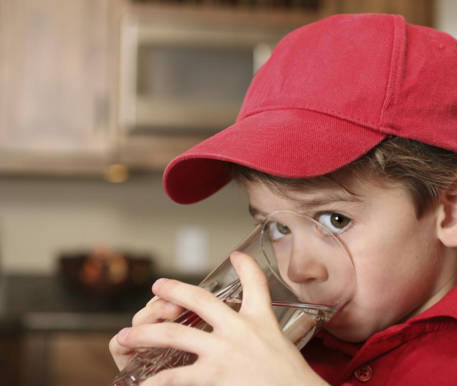 bere-per-essere-in-salute-fin-da-piccoli-i-consigli-dei-pediatri
