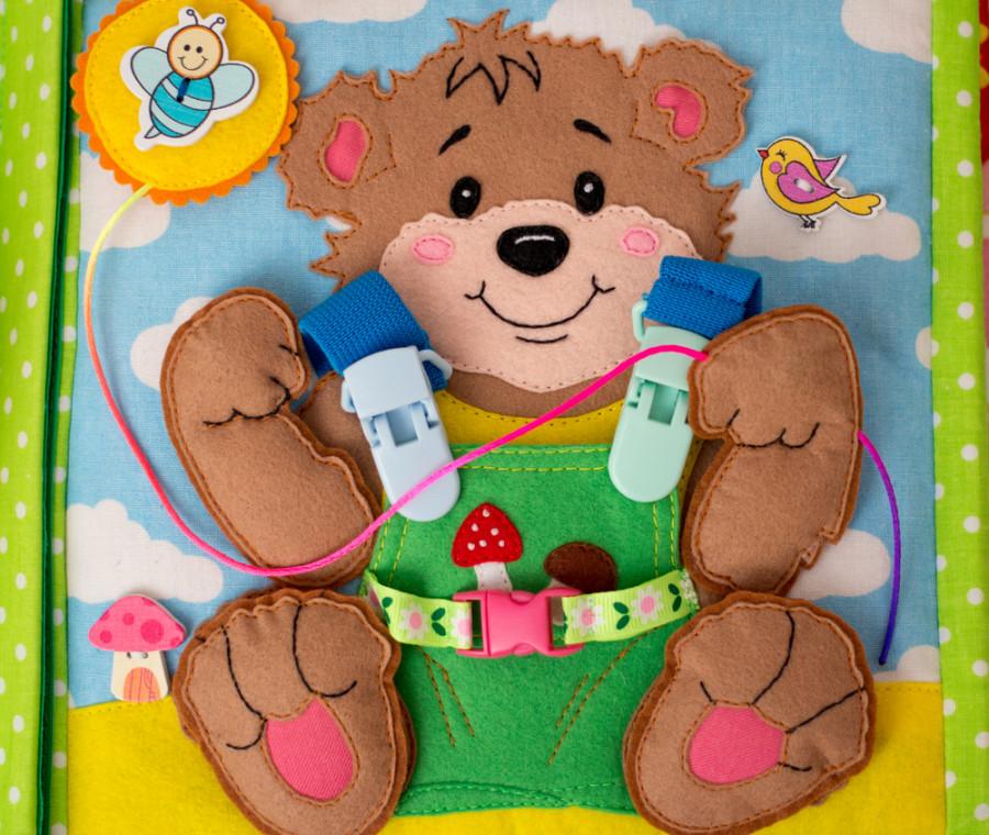 come-fare-un-quiet-book-di-stoffa-per-un-neonato