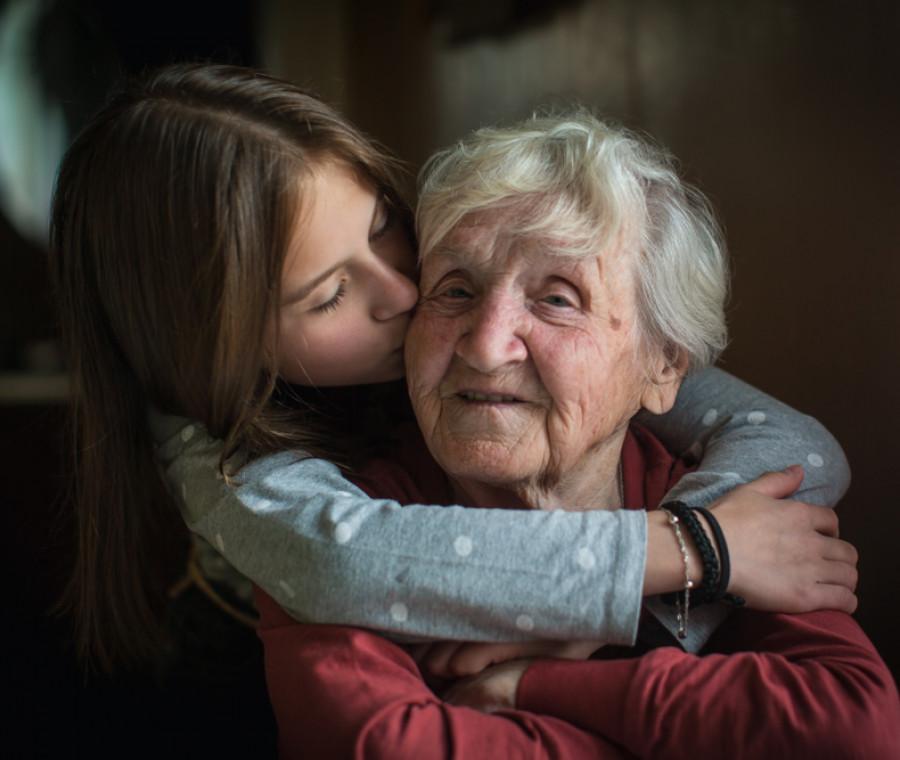 il-bellissimo-tema-di-angelica-dedicato-alla-nonna-premiato-dal-senato