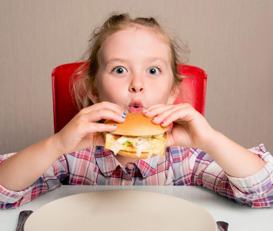 il-cibo-spazzatura-causa-allergie-al-cibo-nei-bambini