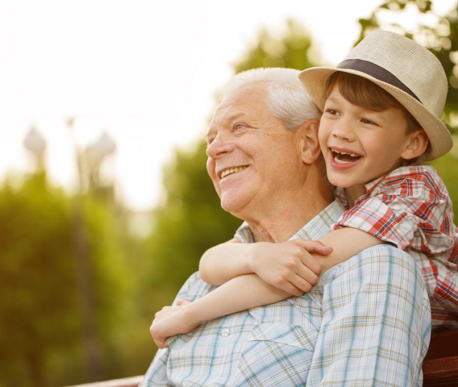 bimbi-al-mare-portare-con-se-nonni-o-baby-sitter