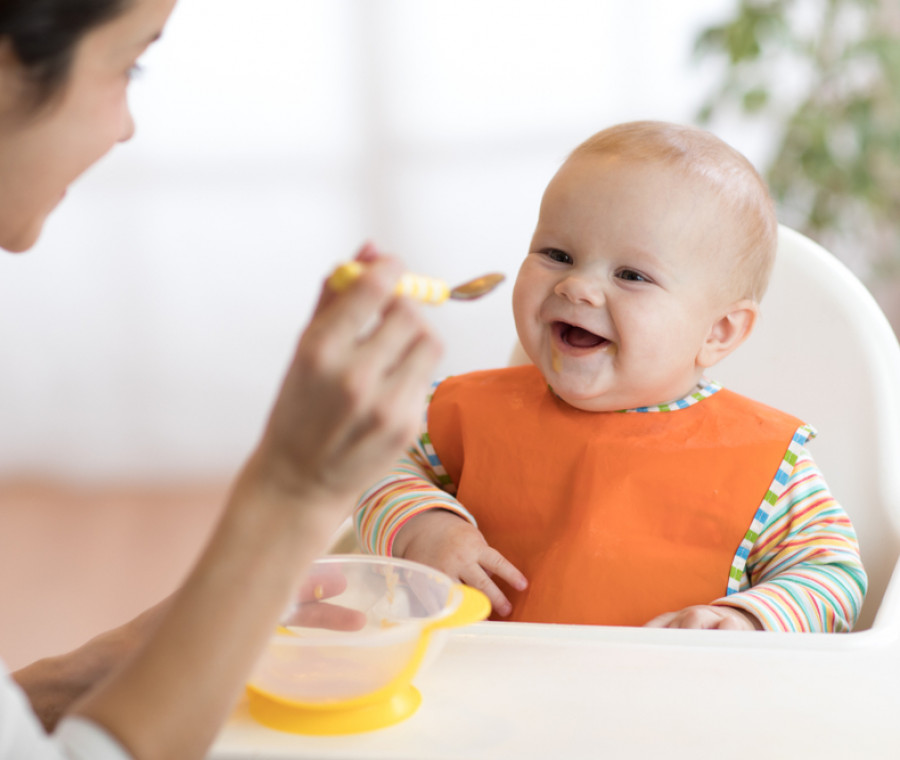 come-passare-dall-allattamento-alle-prime-pappe