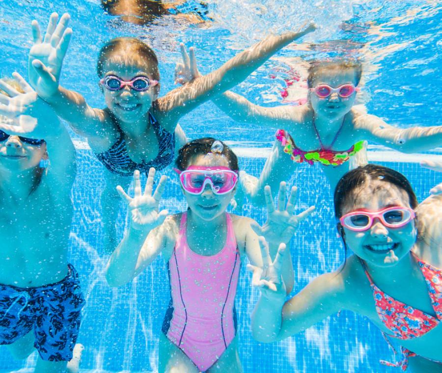 nuoto-per-bambini-5-prodotti-indispensabili-per-la-piscina