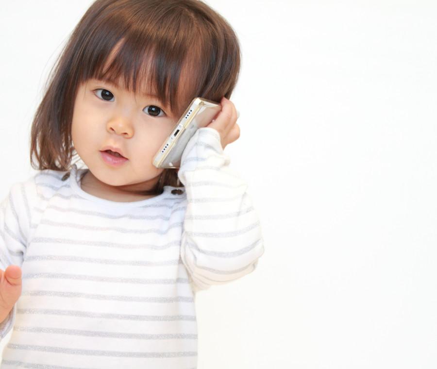 cellulare-baby-sitter-gia-a-2-anni-i-genitori-ignorano-i-danni-per-lo-sviluppo