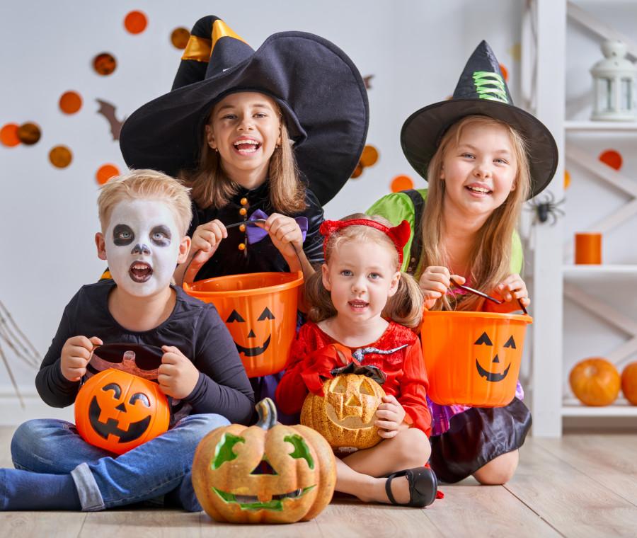 per-halloween-occhio-a-trucchi-costumi-e-candele-in-casa