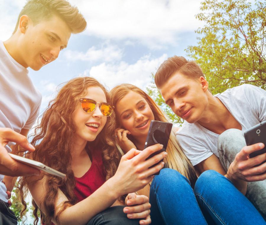 chi-sono-i-nuovi-idoli-dei-teenager-molto-social-e-poco-noti-dai-genitori