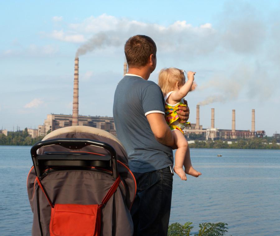 i-pediatri-affermano-che-lo-smog-e-un-grave-pericolo-per-l-apparato-respiratorio-dei-bimbi